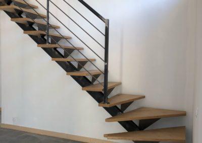 Aménagement intérieur-escalier vers Belmont de la Loire