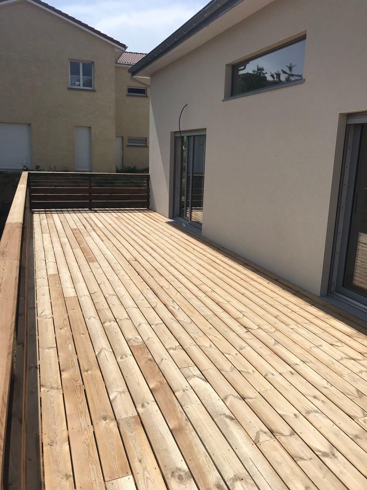 Terrasses bois en hauteur-vers le Rhône