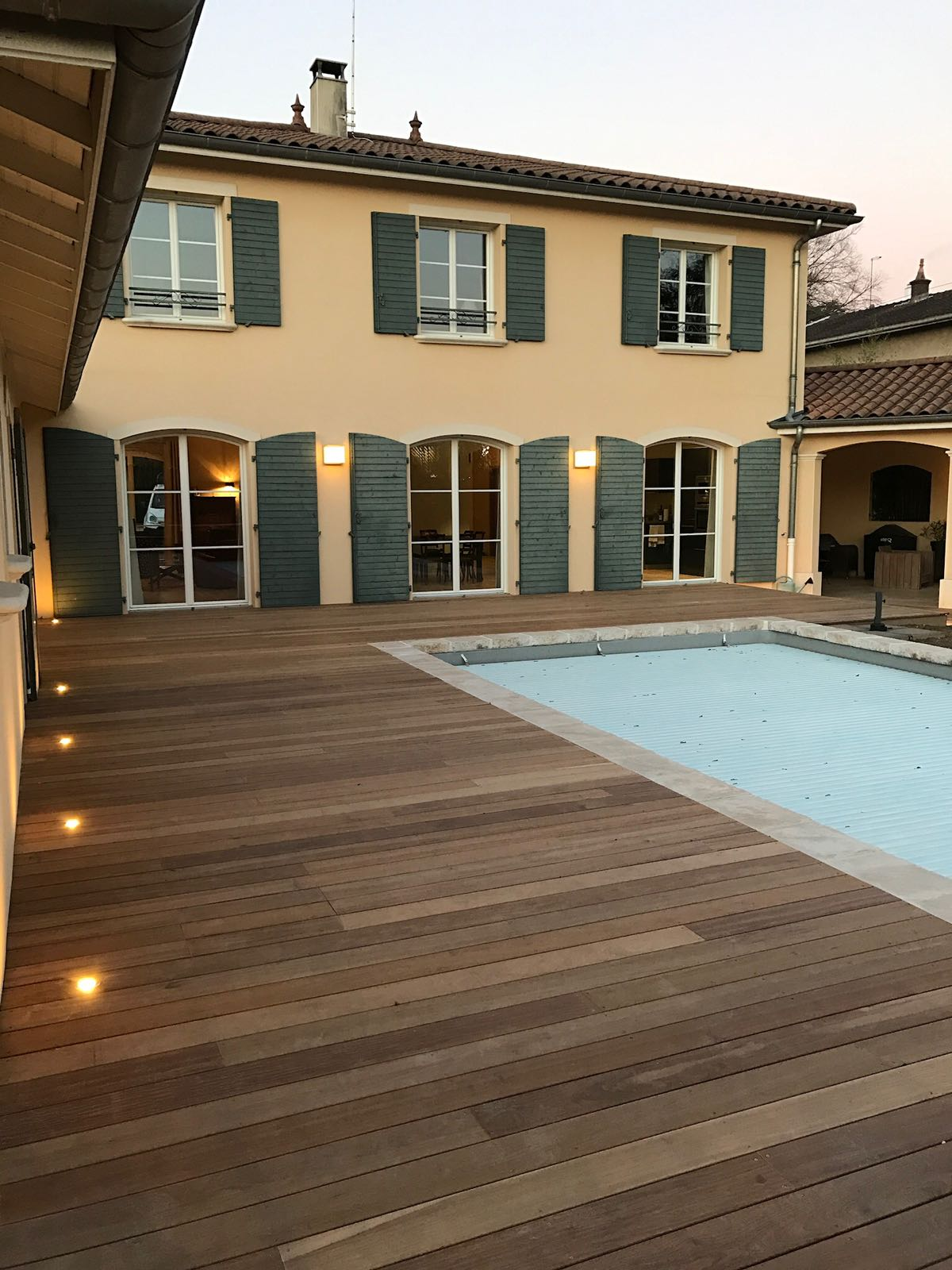 Terrasse bois-piscine de Art en bois-Belmont de la Loire